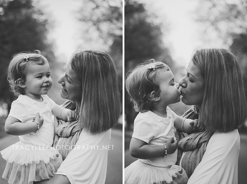 Gorgeous Black and white photos from an early morning family photo session at Dunrossil Drive Yarralumla, Canberra.