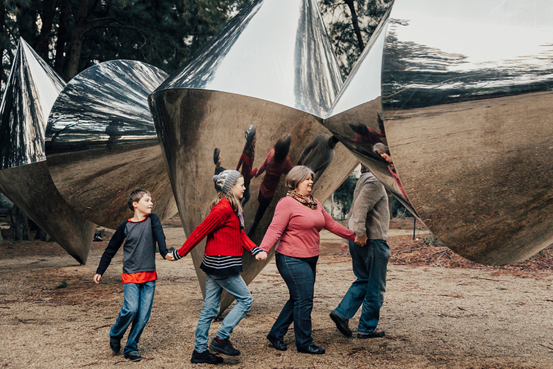 Fun family photos at the National Gallery of Australia - Canberra photographer.